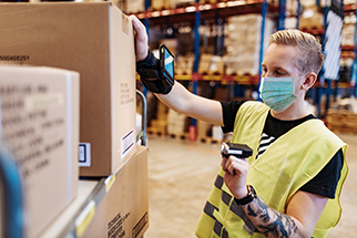 Warehouse-worker-with-face-mask-during-pandemic