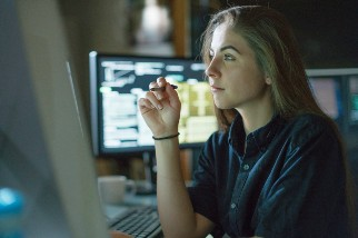 Businesswoman looking at a computer